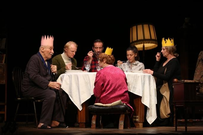sursa foto: http://www.tnb.ro/ro/teatrul/regele-moare#tabs-1